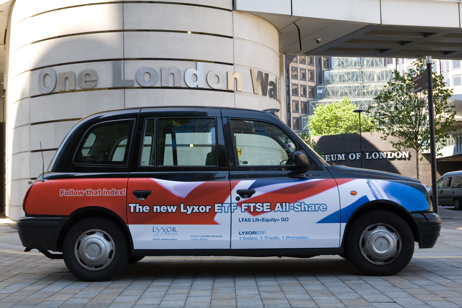 2007 Ubiquitous taxi advertising campaign for Societe Generale - The New Lyxor