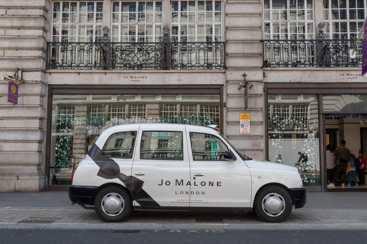 2018 Ubiquitous campaign for Jo Malone London - UNEXPECTED FRAGRANCES AND THE ELEGANT ART OF GIFT GIVING