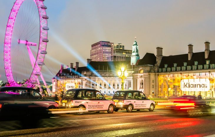 Klarna taxi convoy and County Hall projection