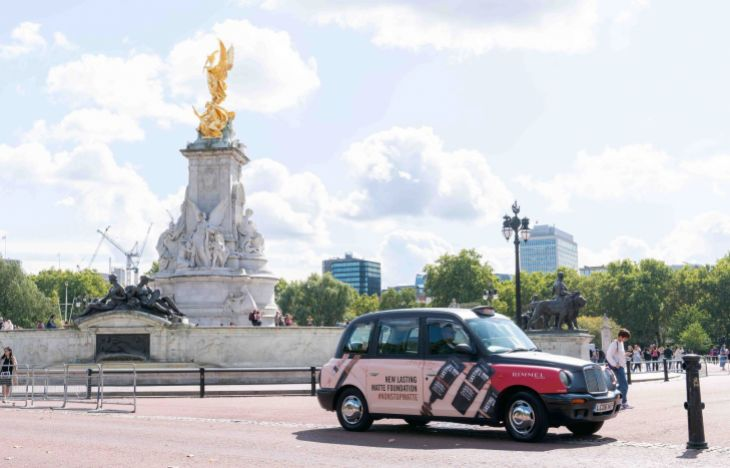 Rimmel branded taxi by the Queen Victoria Memorial